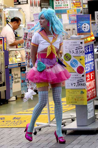 WTF Kristen Dunst haciendo Cosplay Idol