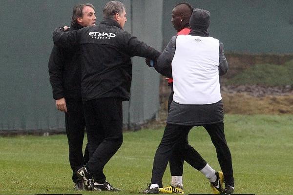 [Deportes] Balotelli y Mancini se iban a agarrar a golpes en entrenamiento