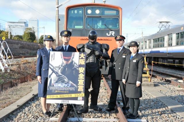 [Cine/Japonadas] Robocop deteniendo pervertidos en los metros de Japón