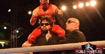 El mexicano Laredo Kid nuevo Campeón de las Américas de la WWL, el Gigante Caifás y El Hacedor de Campeones José Chaparro
