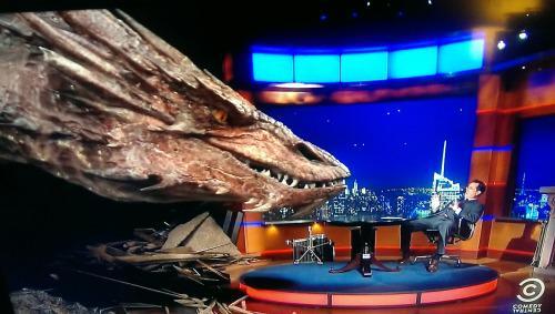 [TV/Cine] Miren la entrevista de Stephen Colbert a Smaug.