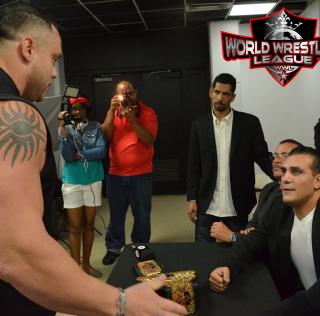 [Deportes] El León Apolo va de Cacería Trás del Campeón Mundial de la WWL, Alberto El Patrón