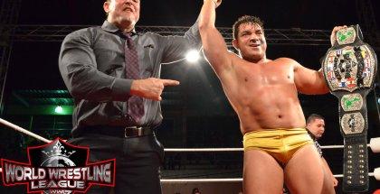 La Amenaza Bryan junto al Campeón de Las Américas, El Latino Dorado Joe Bravo, ambos partes del Gentelmen's Club
